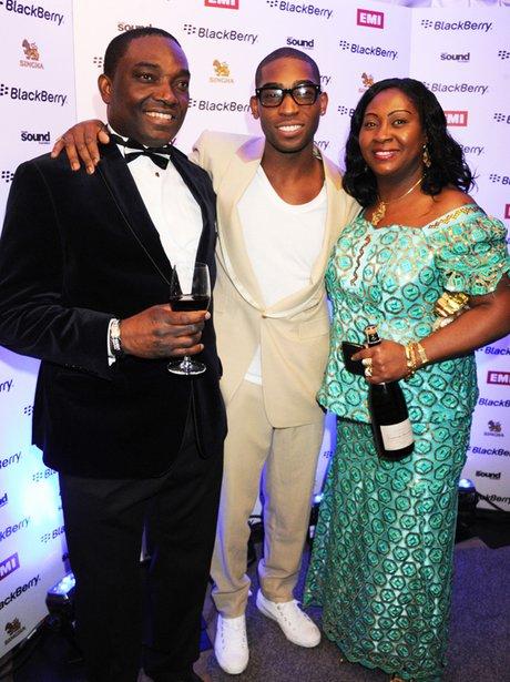 Familienfoto von Musiker, vermittelt Jessie J,erkennt fürMOBO Awards & Demonstration Tour.