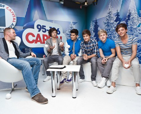 One Direction and Roberto backstage at the 2011 Jingle Bell Ball