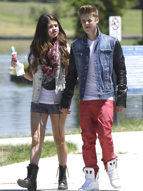 Justin Bieber And Selena Gomez Enjoy Summer Date Out At ...