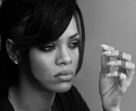 rihanna-dimaonds-video-shoot-facebook-2012-1-1352912064-view-1.jpg