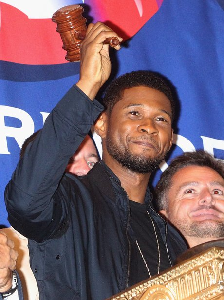 Usher rings the closing bell at the New York Stock