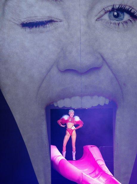 Miley Cyrus live Bangerz Toue