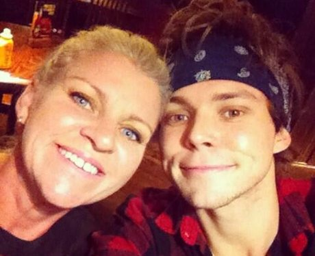 Ashton 5SOS and mum