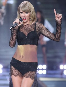 Taylor Swift Belly Button