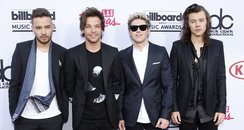 One Direction Billboard Music Awards 2015 Red Carp