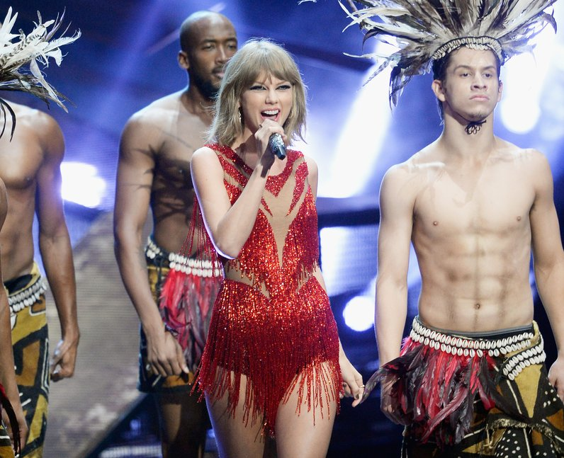 Taylor Swift live on stage at the MTV VMAs 2015