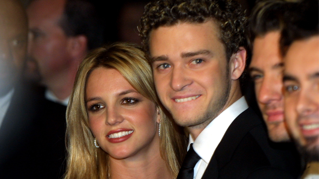 justin timberlake dating christina aguilera In the middle of performing a medley of hits at the 2003 vma's, madonna surprised everyone by kissing britney spears onstage after a quick camera cut to britney's ex-boyfriend, justin timberlake, who looked confused, madonna then smooched her other performing partner: christina aguilera.